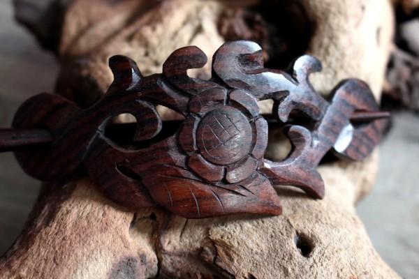 Haarspange aus Holz mit Blumen