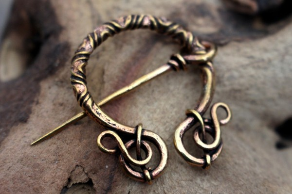 CELTIC LADY Filigrane Bronzefibel