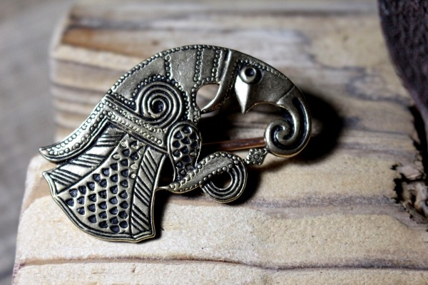 RABE Nordische Tuchbrosche aus Bronze