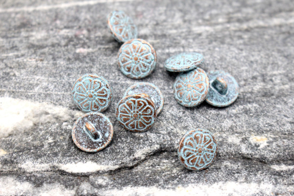 PATINA LITTLE BLUE FLOWER Bronzener Metallknopf 12 mm