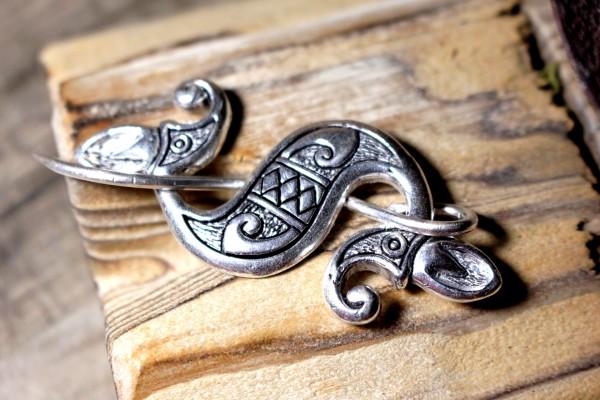 SEEPFERDCHEN Keltische Tuchbrosche aus Bronze versilbert
